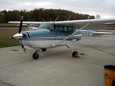 s-Cessna_172rg.jpg